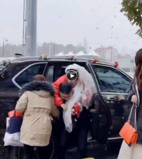 2020年1月16日红色马自达车队婚车展示